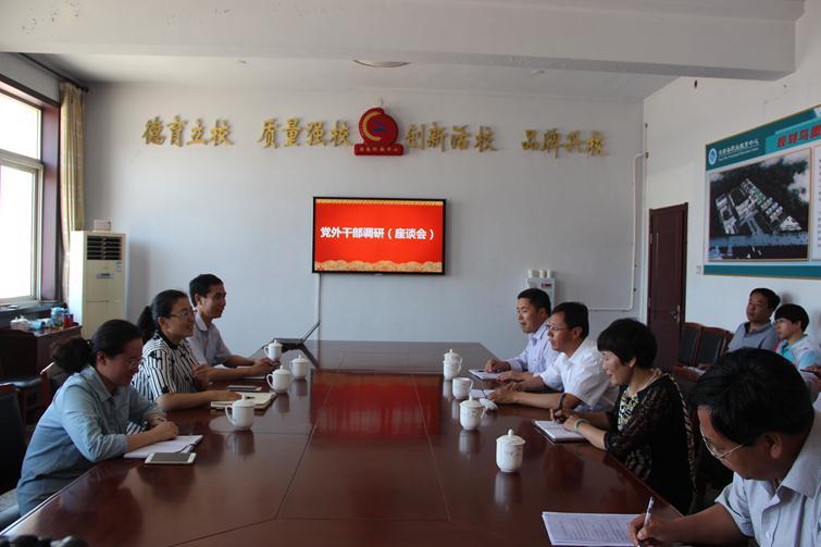 1县委常委、统战部长许超与县职教中心党外干部座谈.JPG